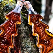 Glühgin schmeckt und duftet toll nach Zimtstangen, Orangenschalen und weiteren winterlichen Zutaten. Einfach lecker und die perfekte Alternative zum Glühwein.